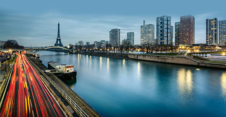 Vue sur le front de Seine et la Tour Effeil