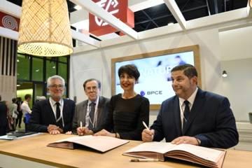 Christine Fabresse, directrice générale en charge de la Banque de proximité et Assurance du Groupe BPCE a signé la convention de partenariat entre BPCE et le groupe Action Logement, avec Bruno Arcadipane (président), Jean-Baptiste Dolci (vice-président), Bruno Arbouet (directeur général).