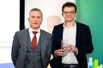 Sébastien Berthelier, directeur du développement de la banque des Décideurs en Région à BPCE, et Luca Verre, co-founder and CEO Prophesee, lauréat dans la catégorie Catégorie Industrie 4.0.