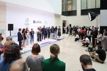 De retour de Tokyo, les athlètes et para athlètes médaillés de l'Equipe de France Olympique et Paralympique ont été ovationnés par les collaborateurs du Groupe au siège à Paris.