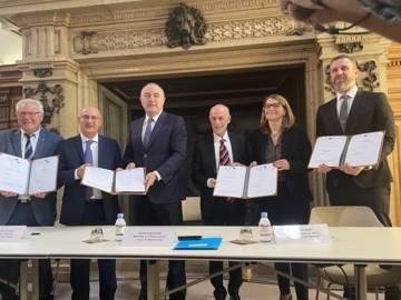 Signature d'une convention de partenariat avec le ministre de l'Agriculture, la BEI et le FEI.